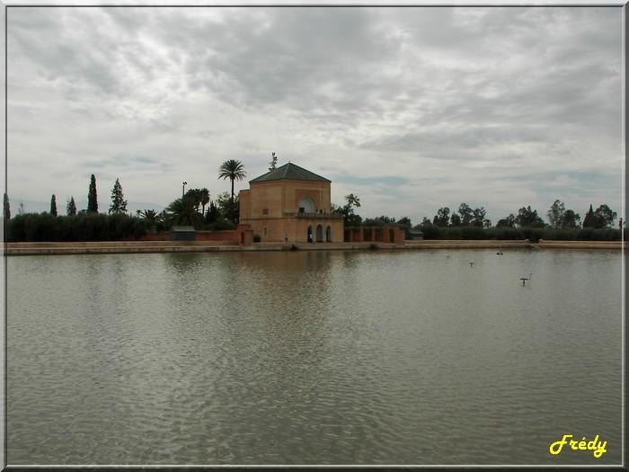 Maroc 7ème jour : bâtiments dans Marrakech 20061023_053