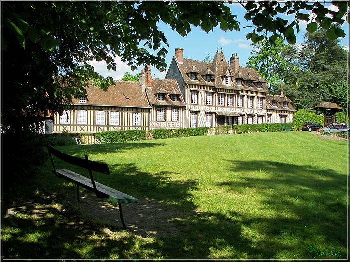 Lyons la Forêt : La Fontaineresse 20080512_076